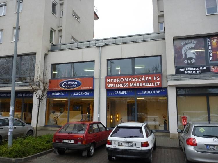 Bécsi úti üzlethelyiség