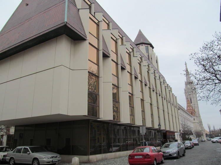 kiadó üzlethely, üzlethely kiadó Budai Vár - Hilton Szálló főbejárata mellett üzlethelyiség